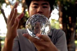 Malabarismo com Bolas de Cristal (Contact juggling)